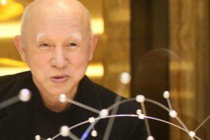 希望をイルミネーションへ。 札幌出身の造形家、伊藤隆道さん