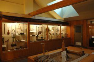 北方民族資料室とアイヌ丸木舟