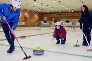 札幌へスポーツ旅!老若男女問わず楽しめるカーリングで盛り上がろう。