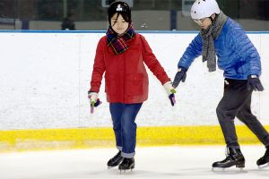 札幌へスポーツ旅!初心者でも楽しめるスケートはデートにおすすめ。