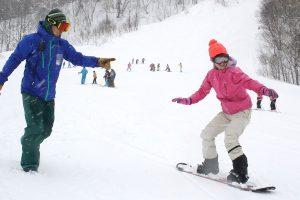 札幌へスポーツ旅!初心者でも楽しくスノーボード。